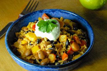 Mexikanischer Reis mit Bohnen und Gemüse